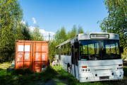 ausrangierter Bus hinter dem Wasserturm - Fotografin Jutta R. Buchwald